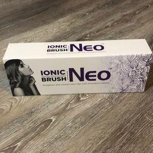 Neo Ionic Heated Straightener Brush